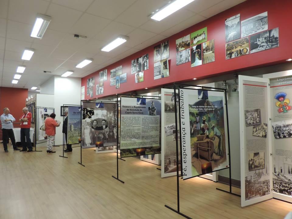 Panneaux sur l'histoire générale de l'émigration, exposés à la Casa das Etnias de Caxias do Sul