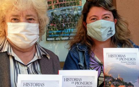 Distribution du livre « Historia de Pioneros » dans les écoles du département de Colon